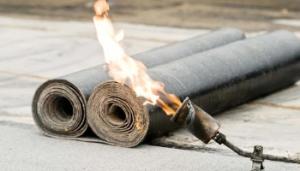 Datbedekking bitumen/dakleer branden Zyan dakdekker